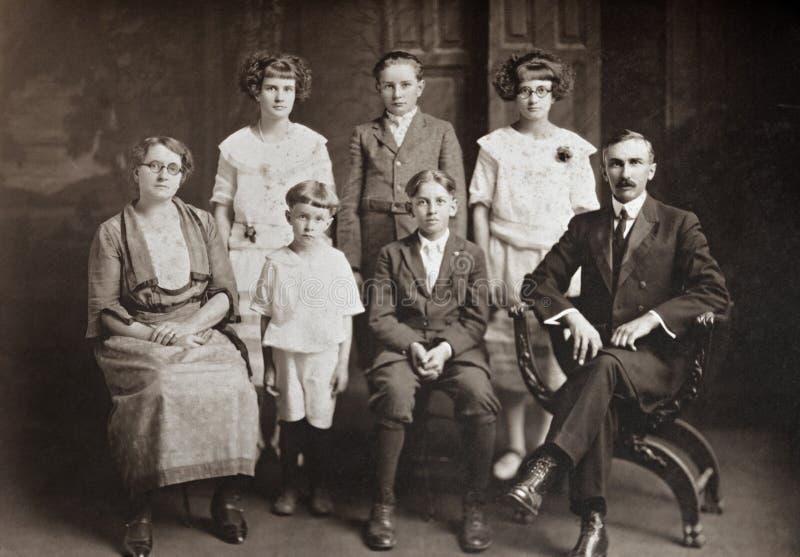 Familia de siete imagenes de archivo