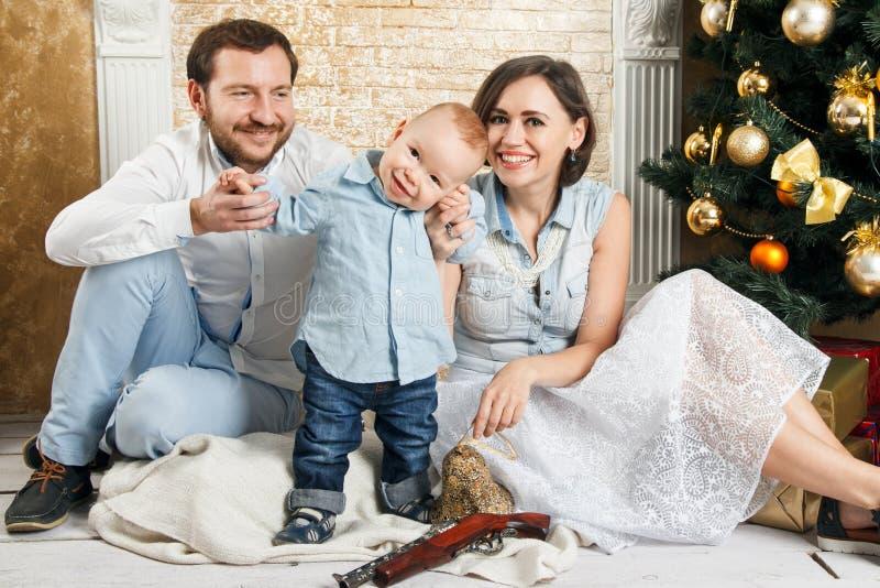 Familia del Año Nuevo fotografía de archivo