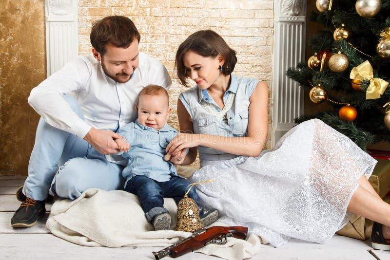 Familia del Año Nuevo fotografía de archivo libre de regalías