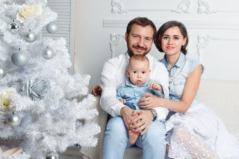 Familia del Año Nuevo foto de archivo