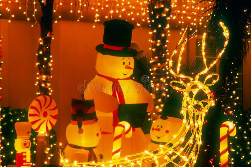 Familia del muñeco de nieve - noche fotos de archivo libres de regalías