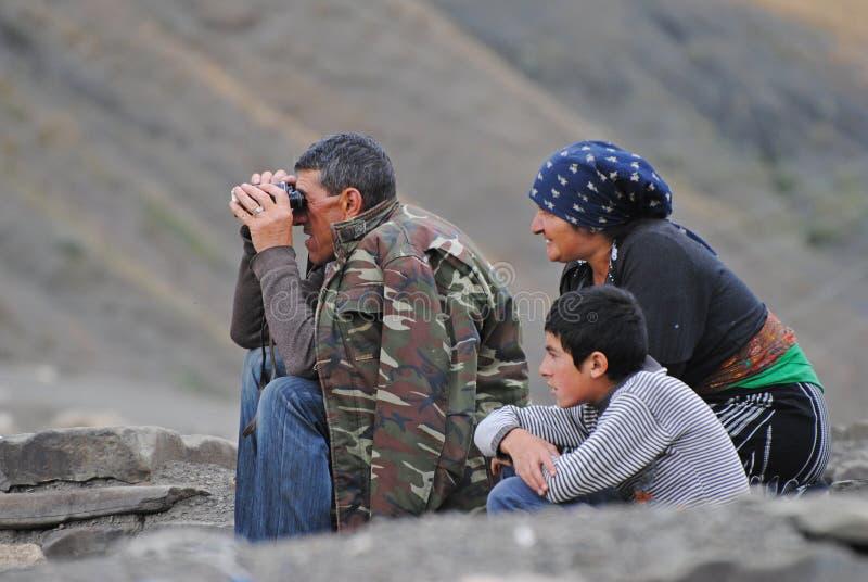 Familia del pastor en Xinaliq, Azerbaijan fotografía de archivo libre de regalías