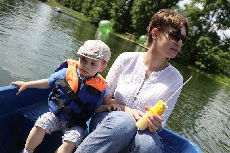 Download Familia en el barco imagen de archivo. Imagen de gente - 42440157