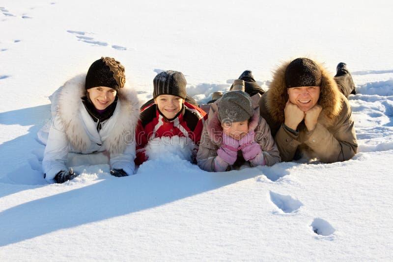 Familia en el invierno imágenes de archivo libres de regalías