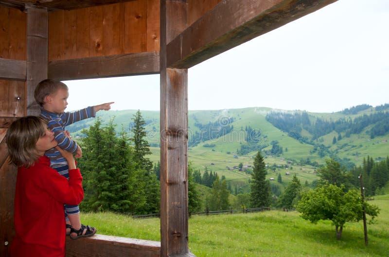 Download Familia en montaña foto de archivo. Imagen de cárpato - 7284454