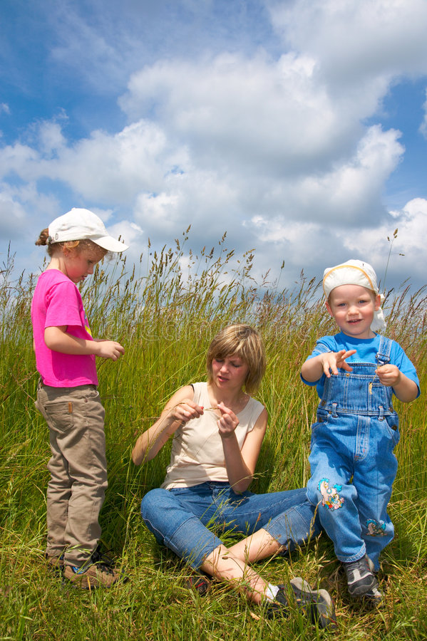 Download Familia en tallgrass foto de archivo. Imagen de campo - 7284322