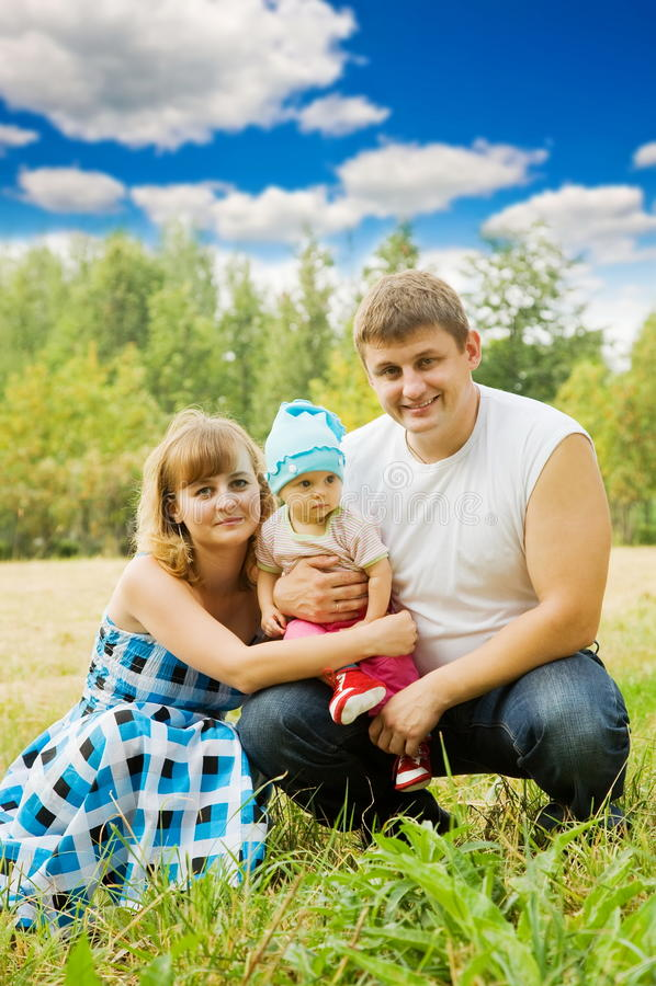 Familia feliz de 3 personas fotografía de archivo libre de regalías