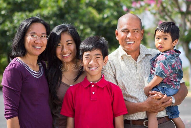 Familia feliz de la isla imágenes de archivo libres de regalías