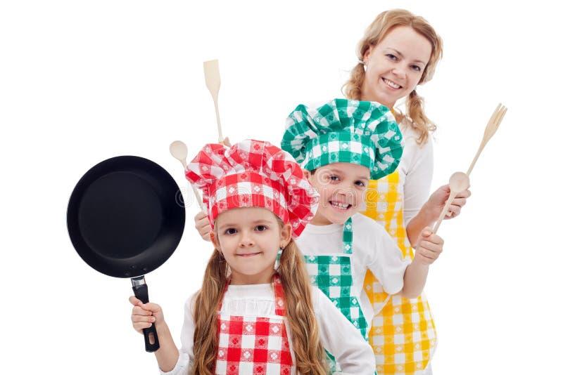 Familia feliz de los cocineros foto de archivo libre de regalías