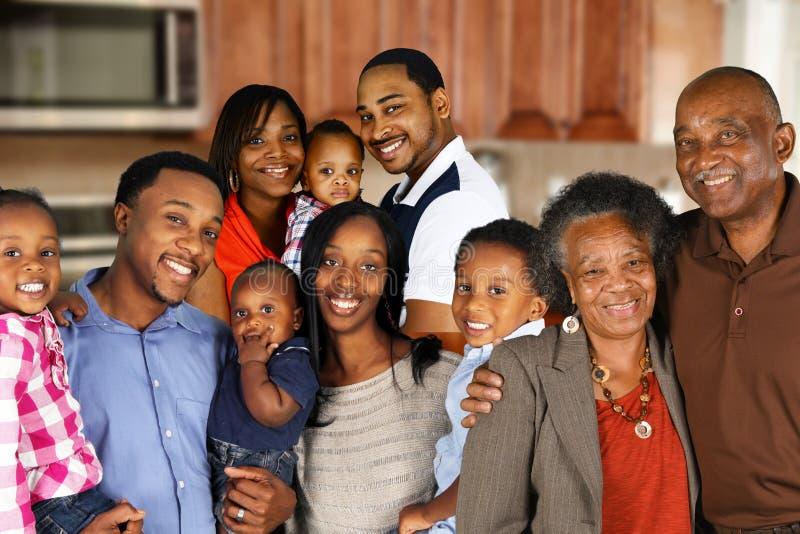 Familia feliz del afroamericano foto de archivo libre de regalías