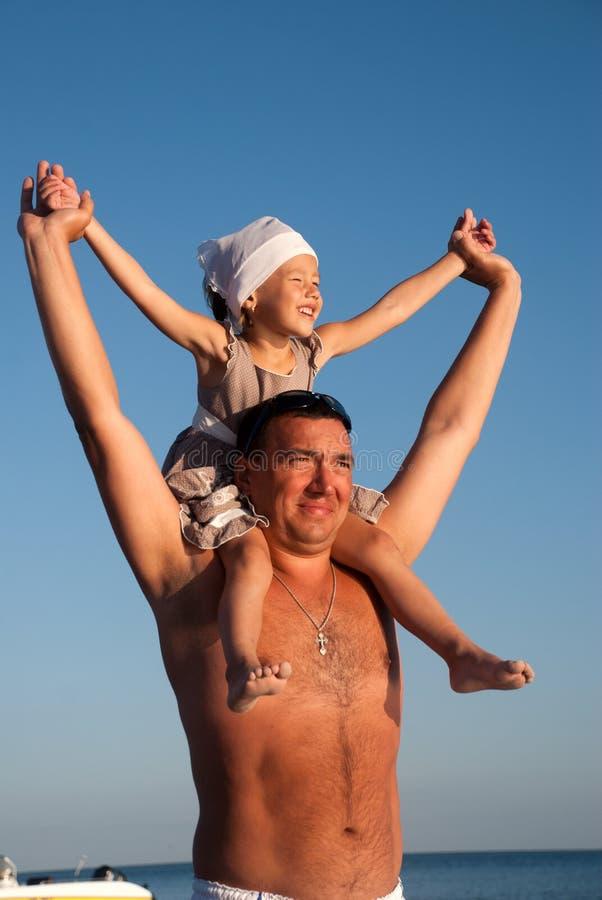 Familia feliz el vacaciones fotos de archivo