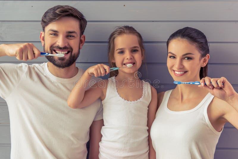 Familia feliz junto fotografía de archivo libre de regalías