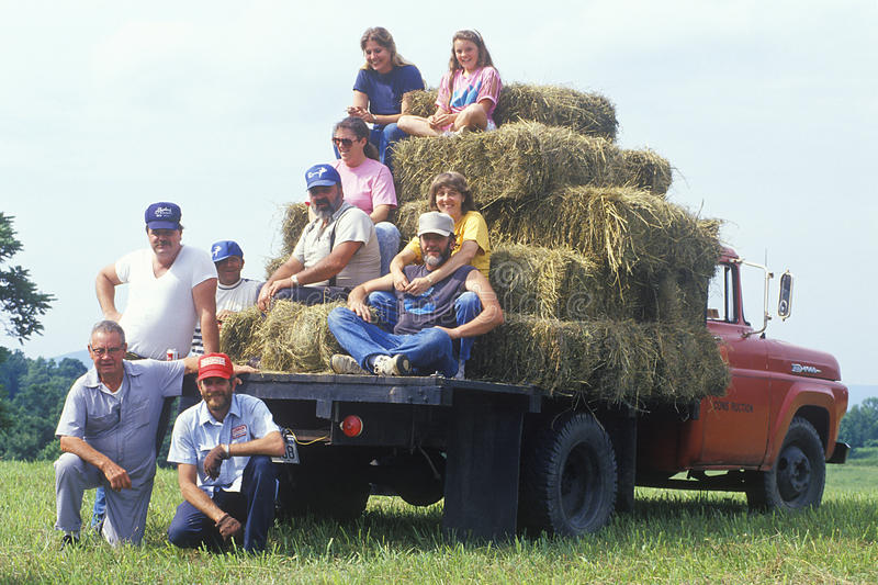 Familia generacional multi de la granja imagenes de archivo