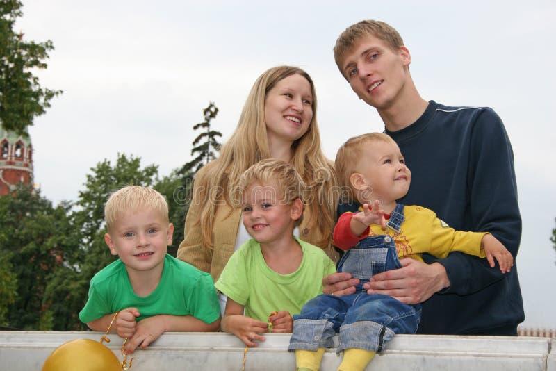 Familia grande imagenes de archivo