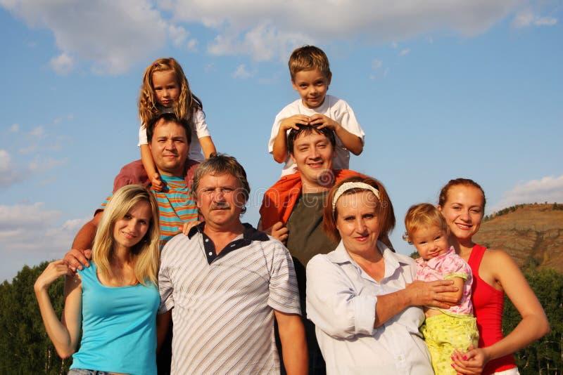 Familia grande de la felicidad imagen de archivo libre de regalías