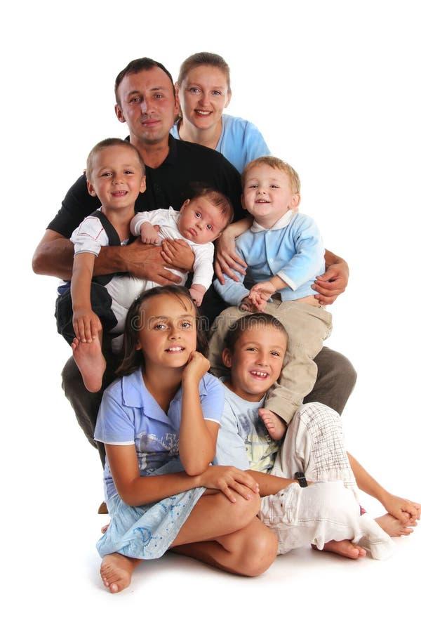 Familia grande de la felicidad con cinco niños imagenes de archivo