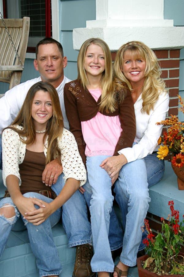 Familia hermosa junto foto de archivo libre de regalías