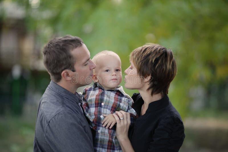 Familia joven imagen de archivo