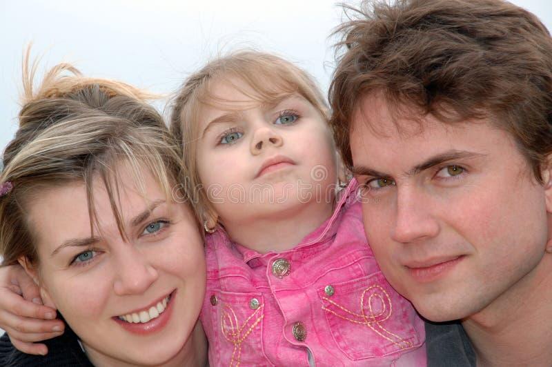 Familia joven feliz fotografía de archivo