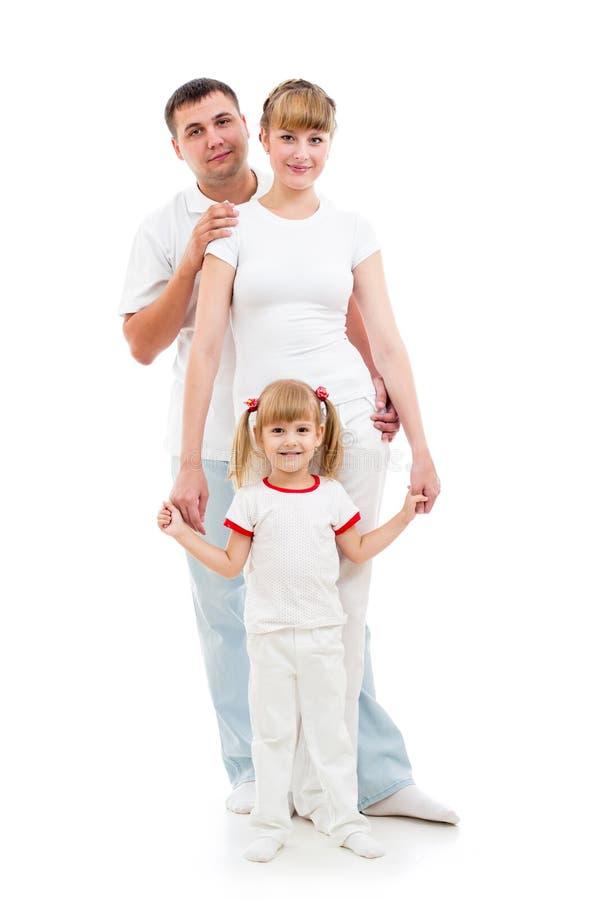 Familia joven feliz en el fondo blanco imagen de archivo libre de regalías