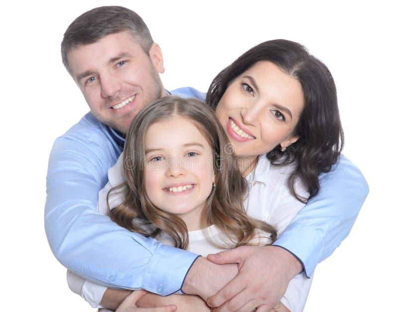 Familia joven feliz en un fondo blanco imagen de archivo libre de regalías