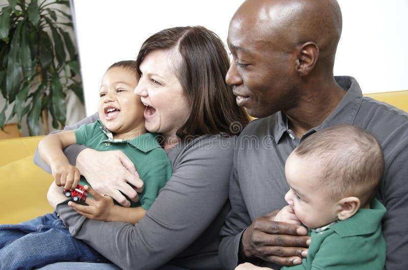 Familia moderna de la raza mezclada imágenes de archivo libres de regalías