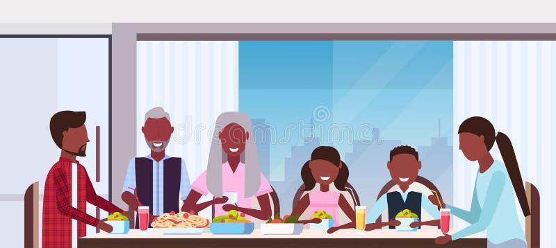 Familia multi de la generación que se sienta alrededor de la tabla que come a padres afroamericanos felices de los abuelos de la  libre illustration