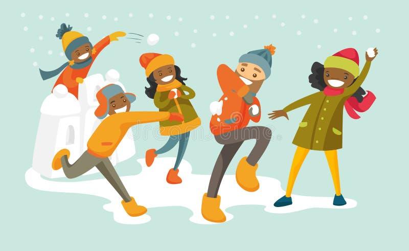 Familia multicultural que juega lucha de la bola de nieve libre illustration