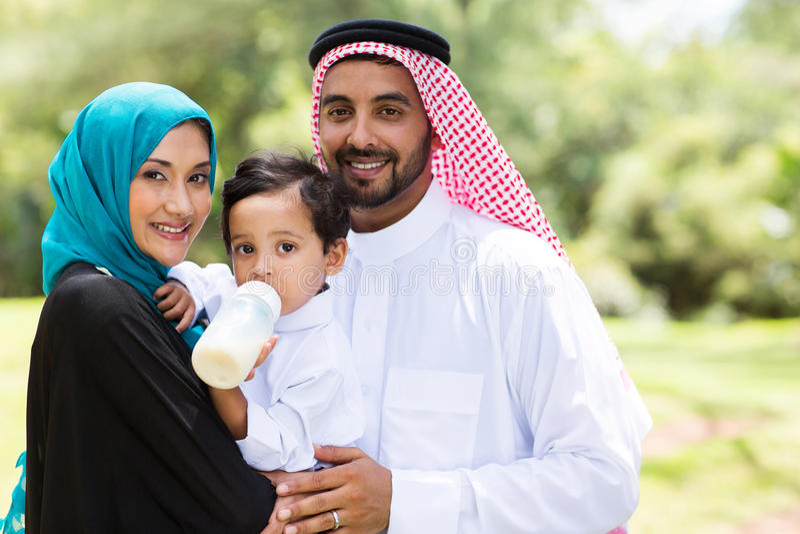Familia musulmán tradicional foto de archivo libre de regalías