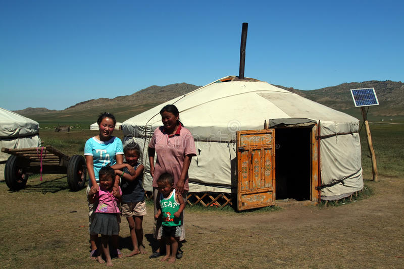 Familia nómada feliz imágenes de archivo libres de regalías
