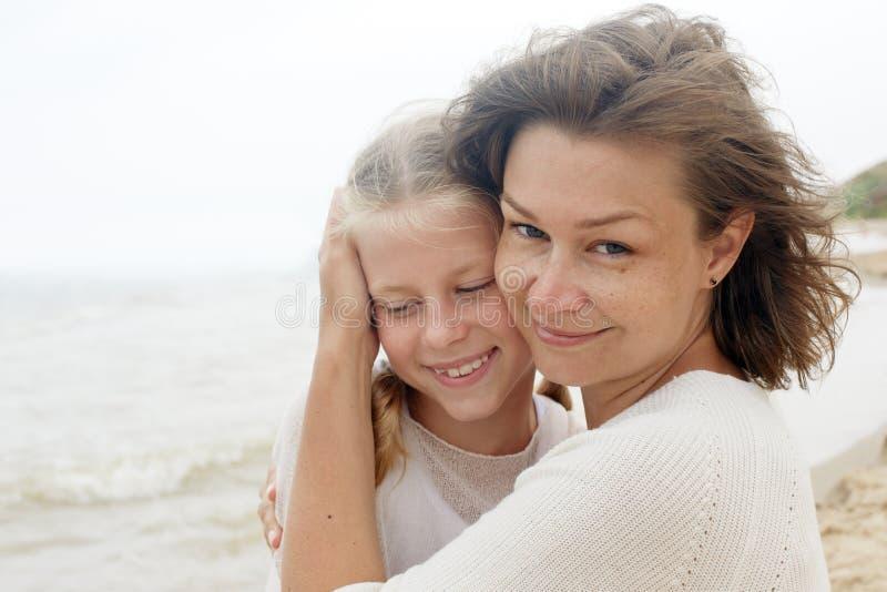 Familia niños y concepto feliz del padre imágenes de archivo libres de regalías