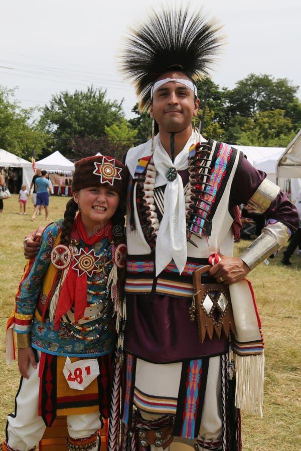 Familia no identificada del nativo americano durante el 40.o Powwow indio americano anual de Thunderbird imagen de archivo libre de regalías
