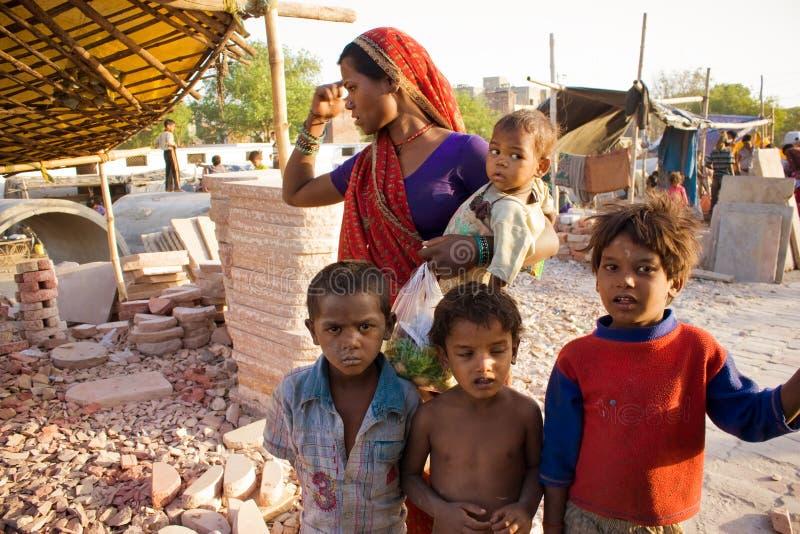Familia pobre india fotos de archivo libres de regalías