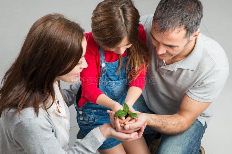 Familia que crece junto fotos de archivo libres de regalías