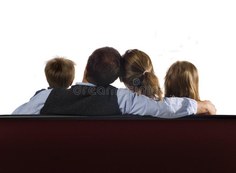 Familia que mira la pantalla en blanco fotos de archivo