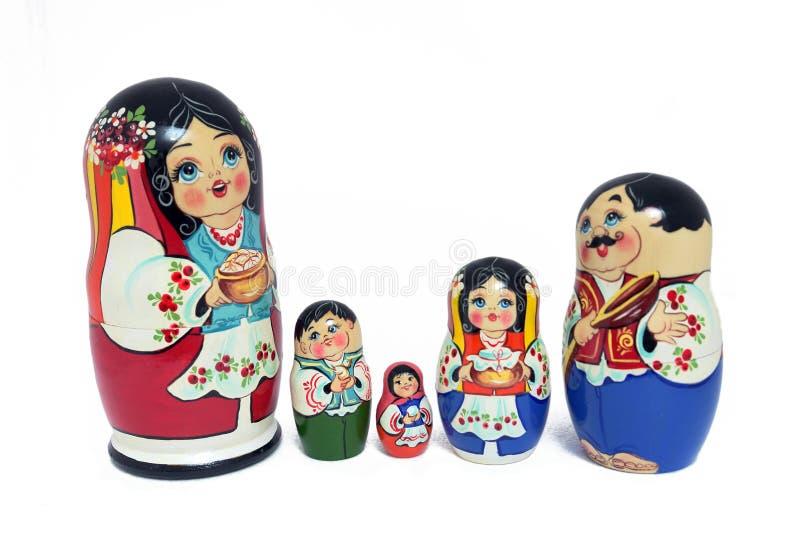 Familia rusa de las muñecas - aislada imágenes de archivo libres de regalías