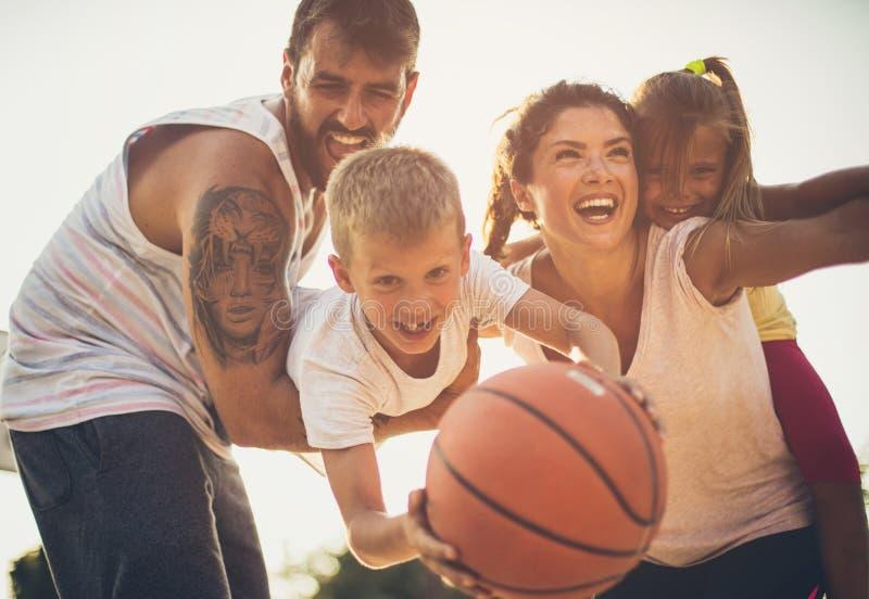 Familia sana y feliz imagenes de archivo