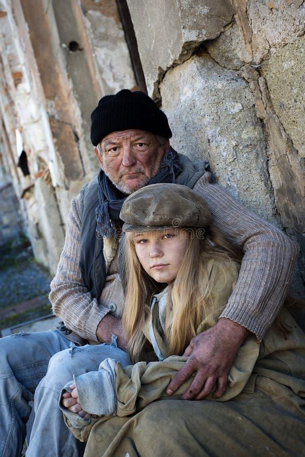 Familia sin hogar imagen de archivo libre de regalías