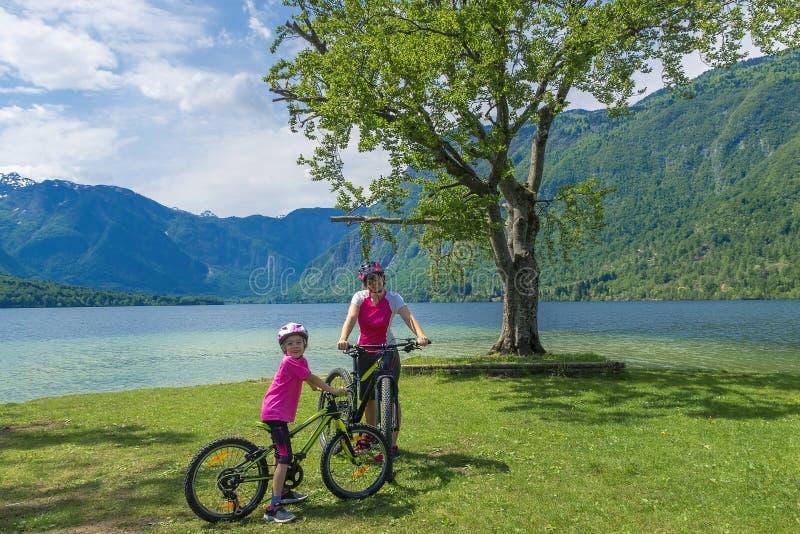 Familie actieve vakantie Groene bestemming royalty-vrije stock foto