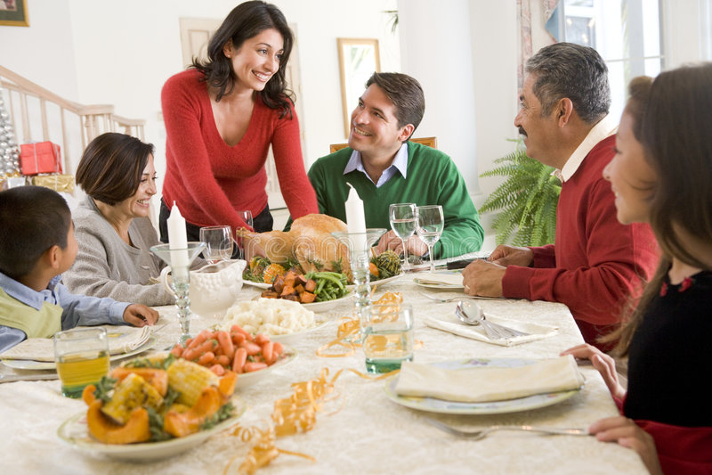Familie allen samen bij het Diner van Kerstmis stock fotografie