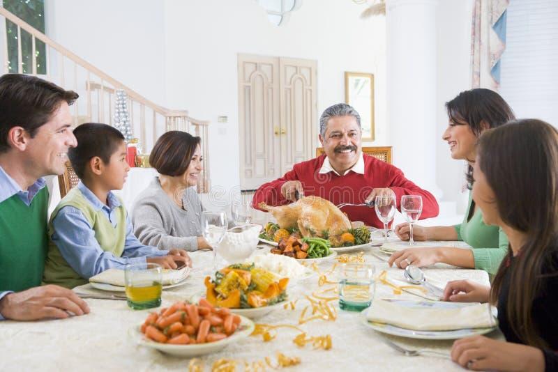 Familie allen samen bij het Diner van Kerstmis stock foto's