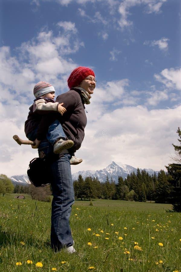 Familie auf Wanderung stockfotografie