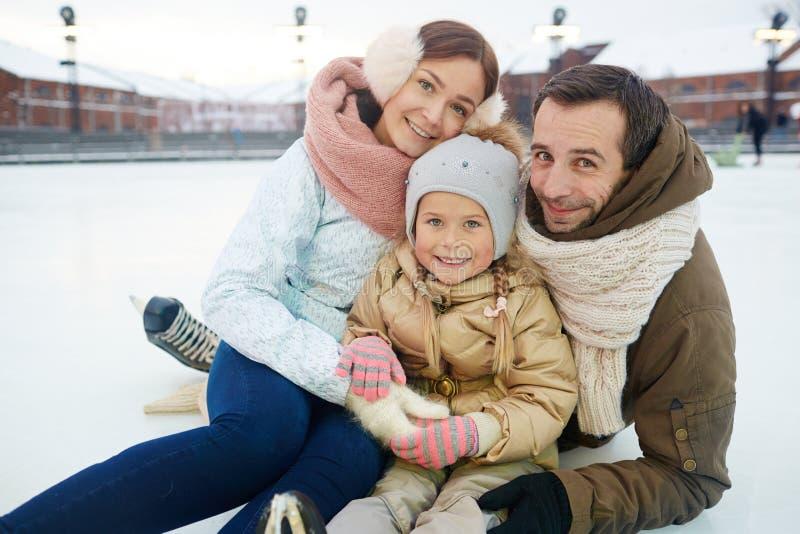 Familie bij vrije tijd stock afbeeldingen