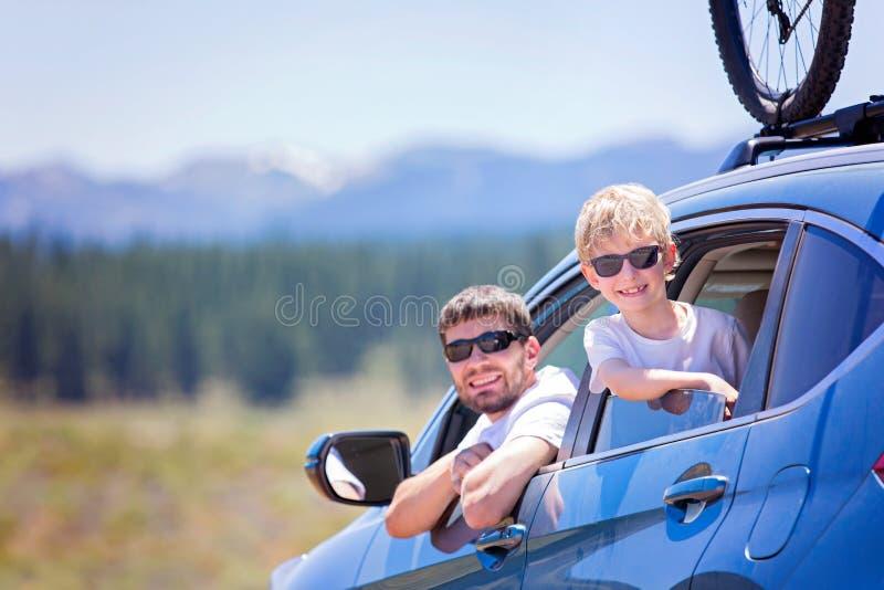 Familie bij wegreis royalty-vrije stock afbeeldingen