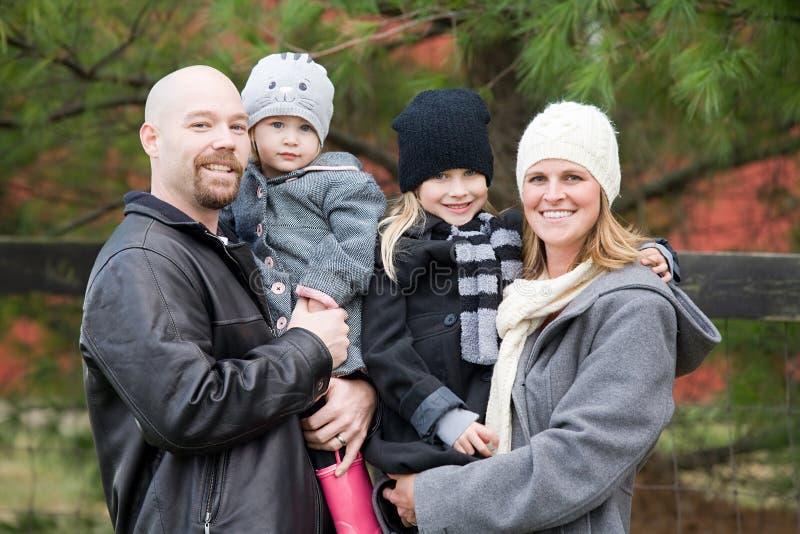 Familie in de Winter stock afbeeldingen
