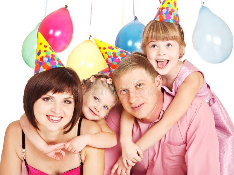 Familie in den Partyhüten stockfoto