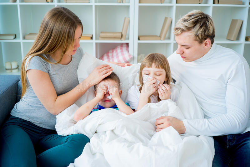 Familie die allergie hebben royalty-vrije stock foto's