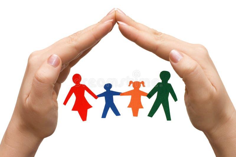 Familie die binnenshuis van geïsoleerdeo handen wordt gemaakt stock fotografie