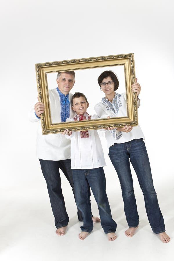 Familie die etnische Oekraïense kleren dragen royalty-vrije stock foto's