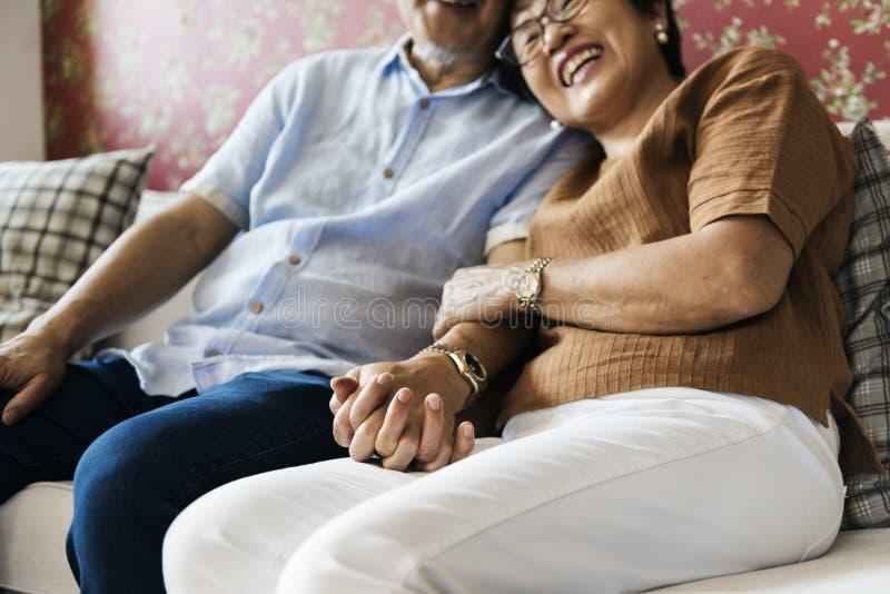 Familie die het Toevallige Concept van de Affectieverhouding plakken royalty-vrije stock foto's